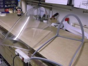 der Haubenrohling mit Rahmen aus vielfach verleimten Sperrholz
